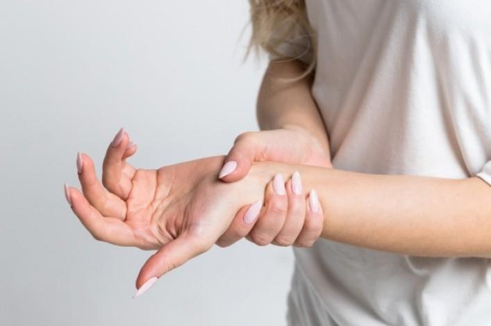 Dupuytren Hastalığı (3.4.5. Parmakların Tam Açılamaması)
